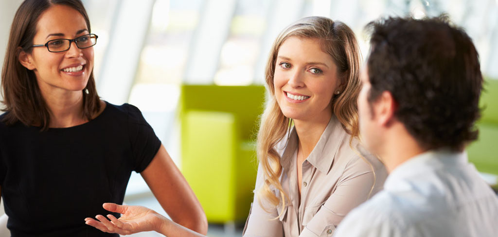 La comunicación es vital para las relaciones laborales e interpersonales.